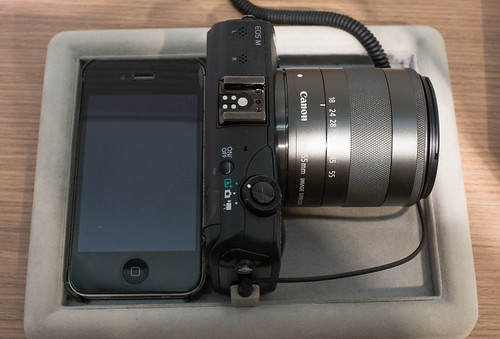EOS M with iPhone_04