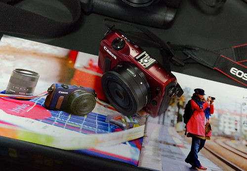 EOS-M_RED_09