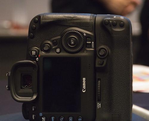 EOS 5D Mark IV & BG-E20_01