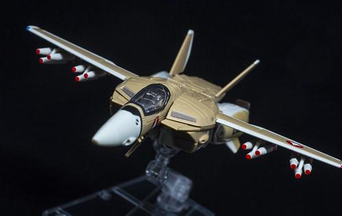 HI-METAL R VF-1A VALKYRIE_01