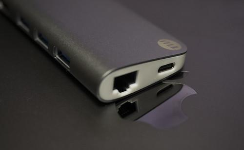 Apple 61W USB-C電源アダプタ_07