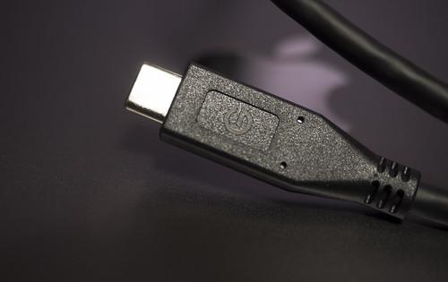 Apple 61W USB-C電源アダプタ_06