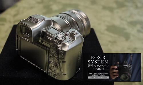 EOS R ミニチュアフィギュアと革ストラップ届く