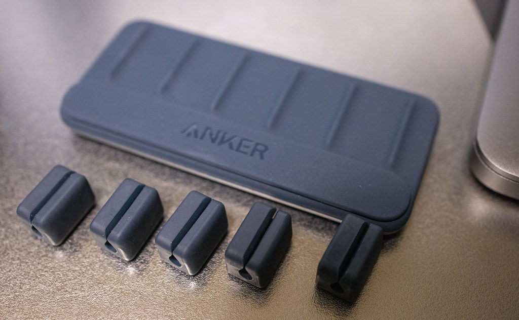 Anker Magnetic Cable Holder_03