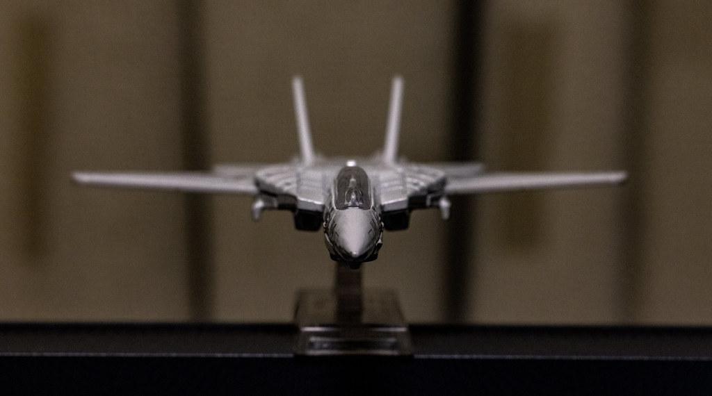 MATEL Hot Wheels TOPGUN F-14_07