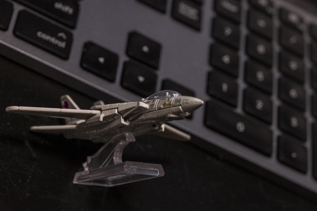 MATEL Hot Wheels TOPGUN F-14_16