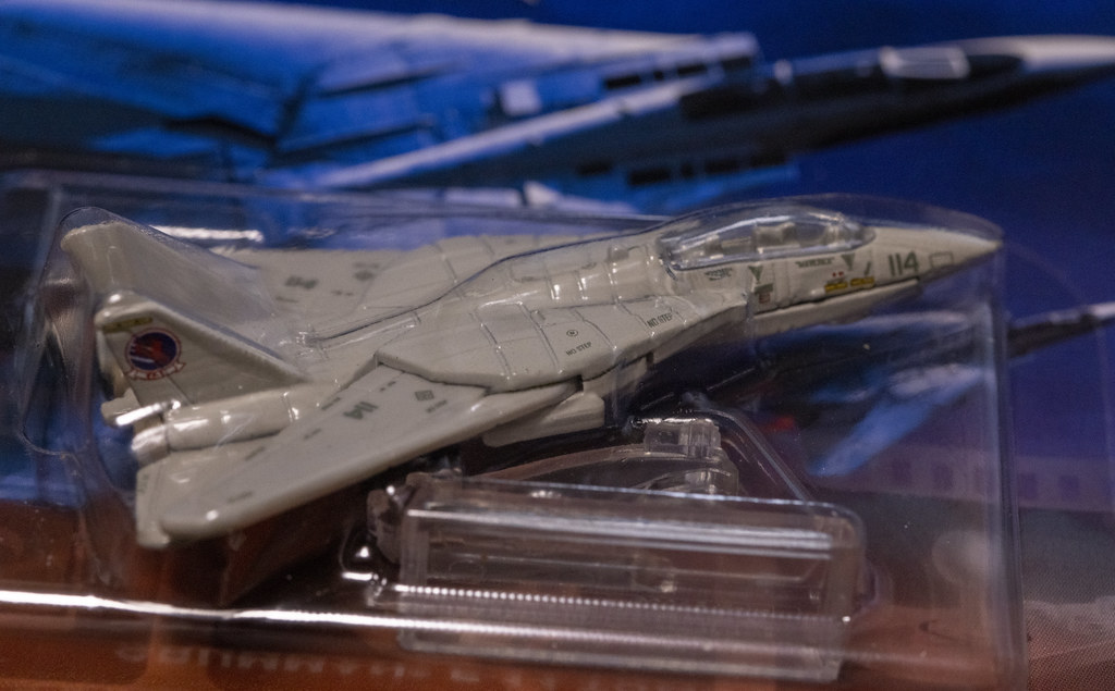 MATEL Hot Wheels TOPGUN F-14_02
